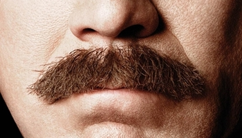 Bigger. Better. Burgundy-er. Tráiler y cartel de 'Anchorman 2: The Legend Continues'