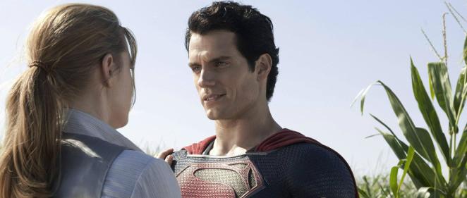 Henry Cavill como Superman y Amy Adams se mojan contra la ELA