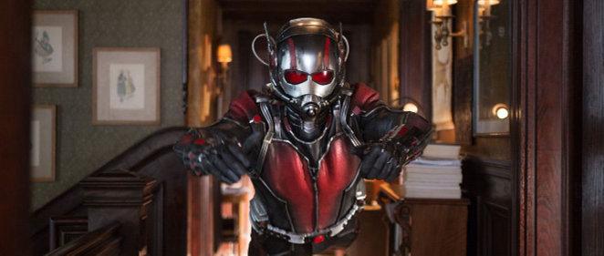 �Scott Lang quiere llamar a los Vengadores<br> en el nuevo tr�iler de 'Ant-Man'!
