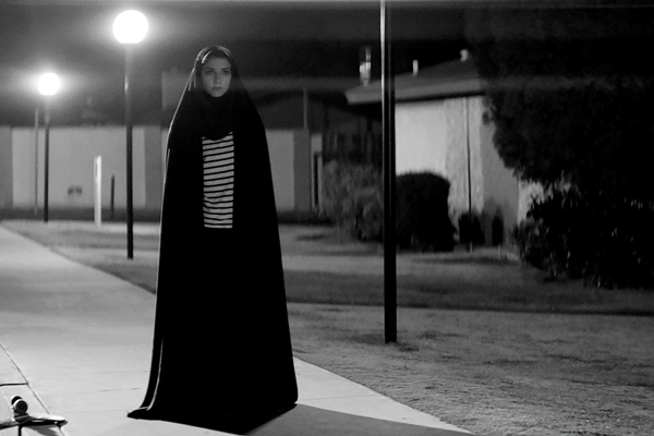 Imagen de Una chica vuelve a casa sola de noche (A Girl Walks Home Alone at Night)