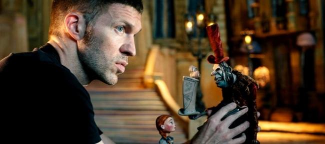 Travis Knight dirigirá a Tom Holland en 'Uncharted'